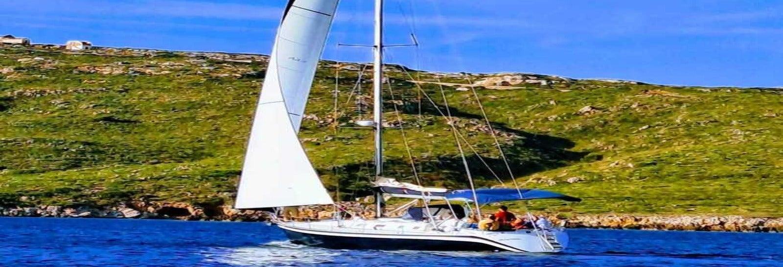 Minorca in barca a vela da Fornells, tour di un giorno intero