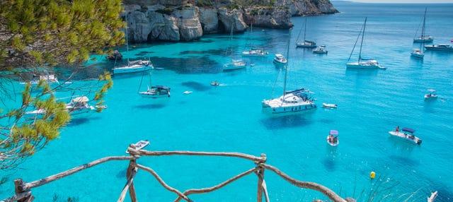 Paseo en catamarán por el norte de Menorca desde Fornells