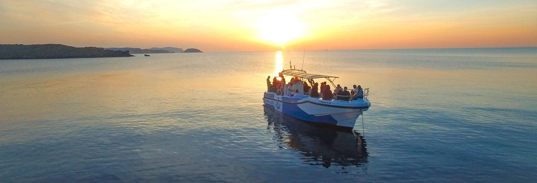 Balade en bateau au coucher de soleil depuis Fornells