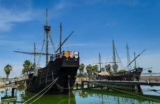 Paseo en barco al Muelle de las Carabelas