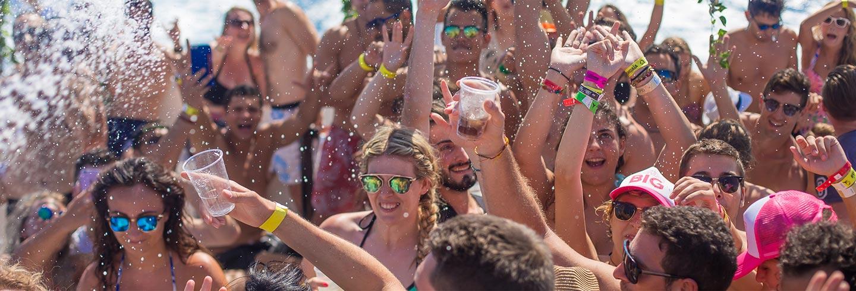 Fiesta en barco Beautiful People Ibiza