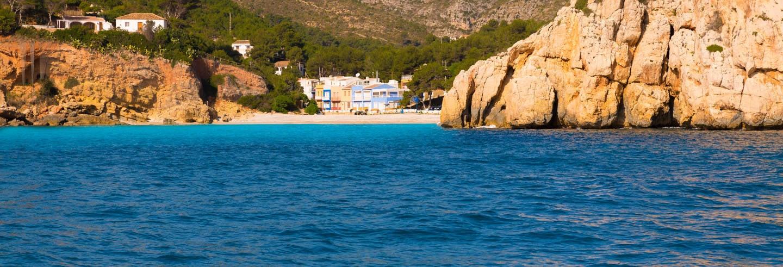 Excursão à cala Granadella de catamarã com almoço