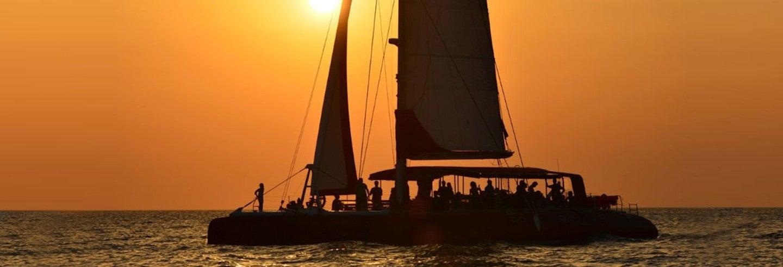 Excursión en catamarán al atardecer