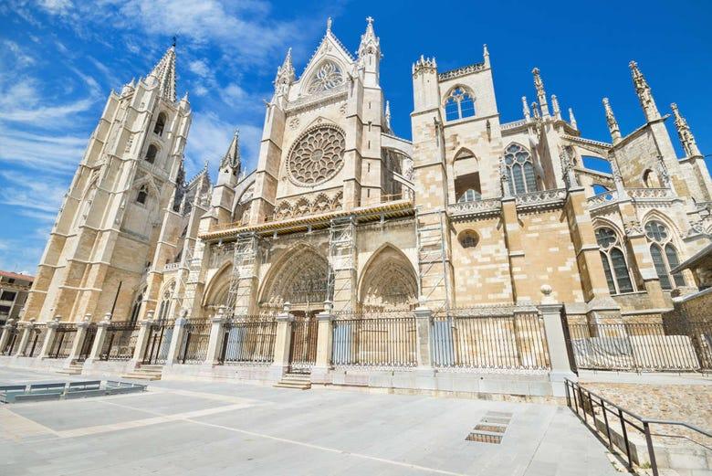 Visita guiada por la Catedral de León - Reserva en Civitatis.com