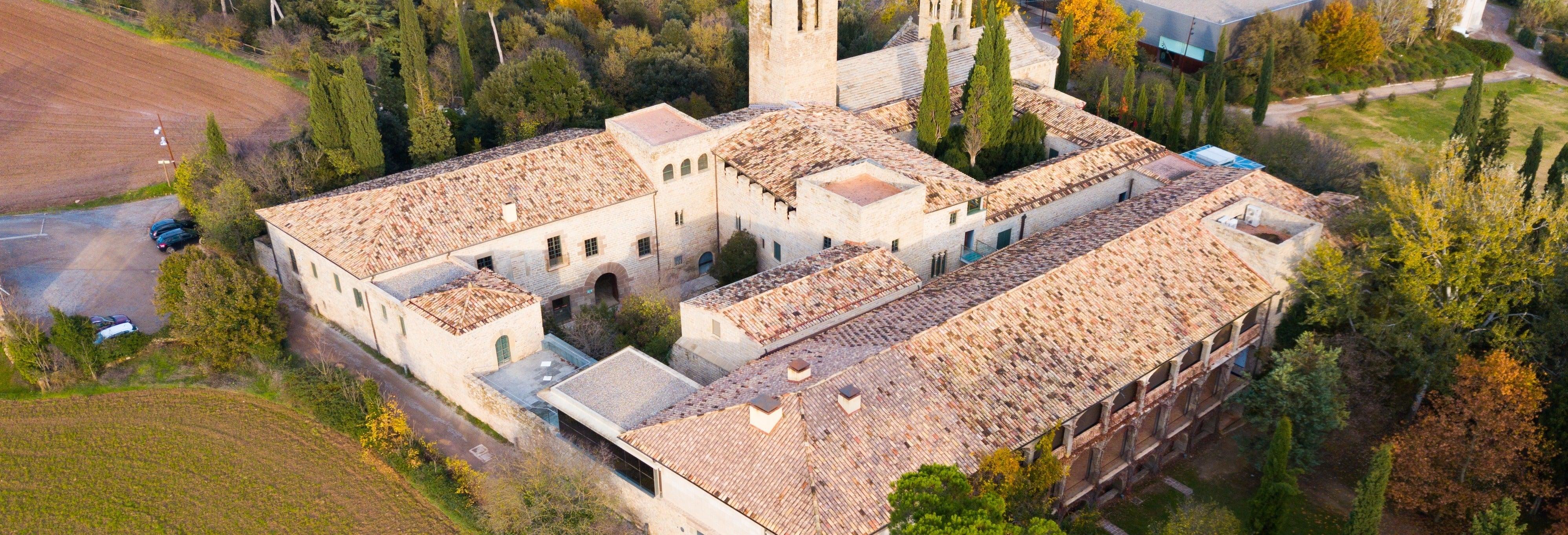 Tour medieval pelo Mosteiro de Sant Benet