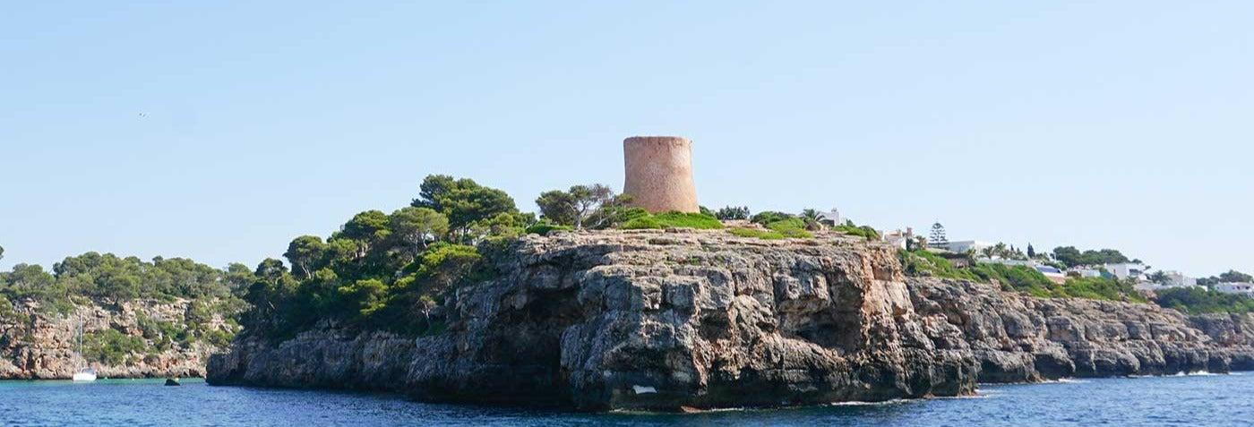 Excursión a Cabrera y Ses Covetes desde Palma