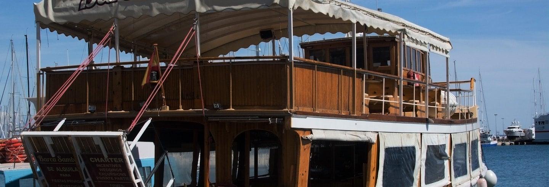 Paseo en barco con música por la bahía de Palma