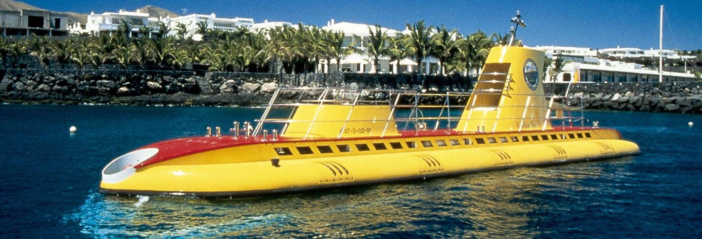 Paseo en submarino por Puerto Calero
