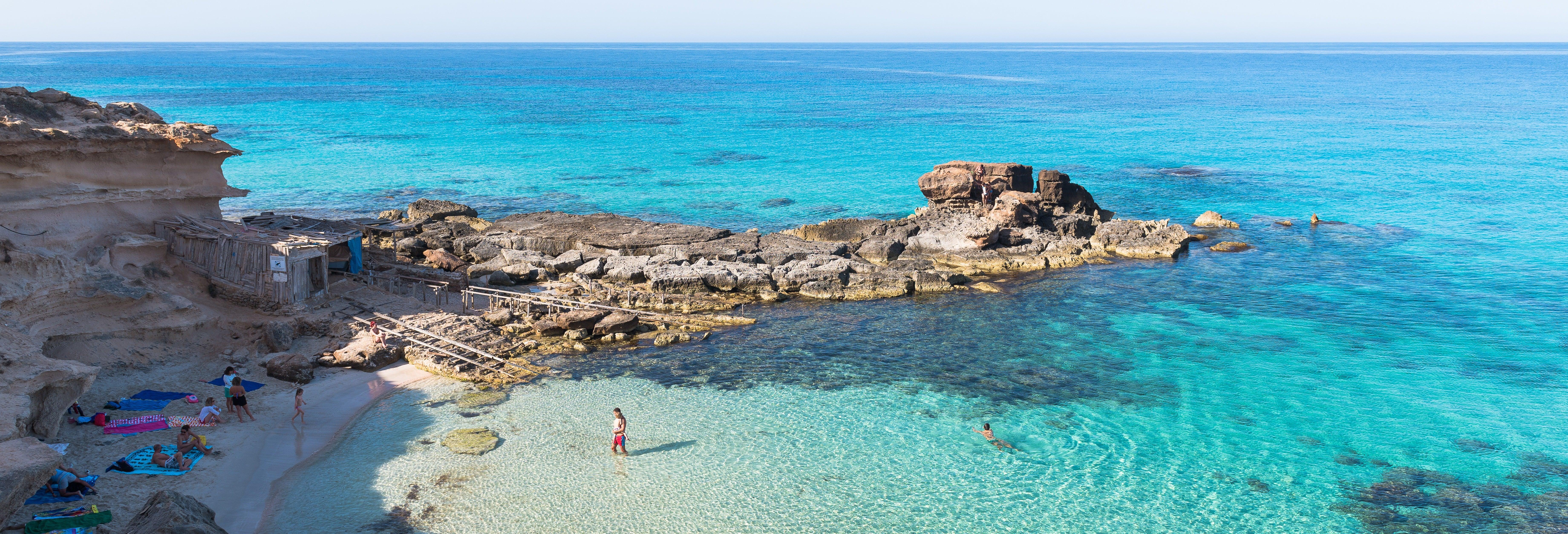 Es Vedrá y calas de Ibiza y Formentera desde Playa d'en Bossa