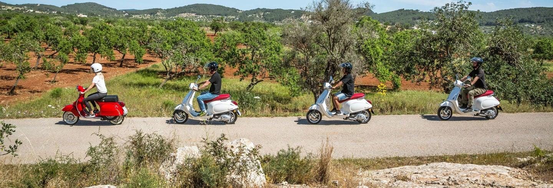 Tour de vespa por Ibiza saindo de Playa d'en Bossa