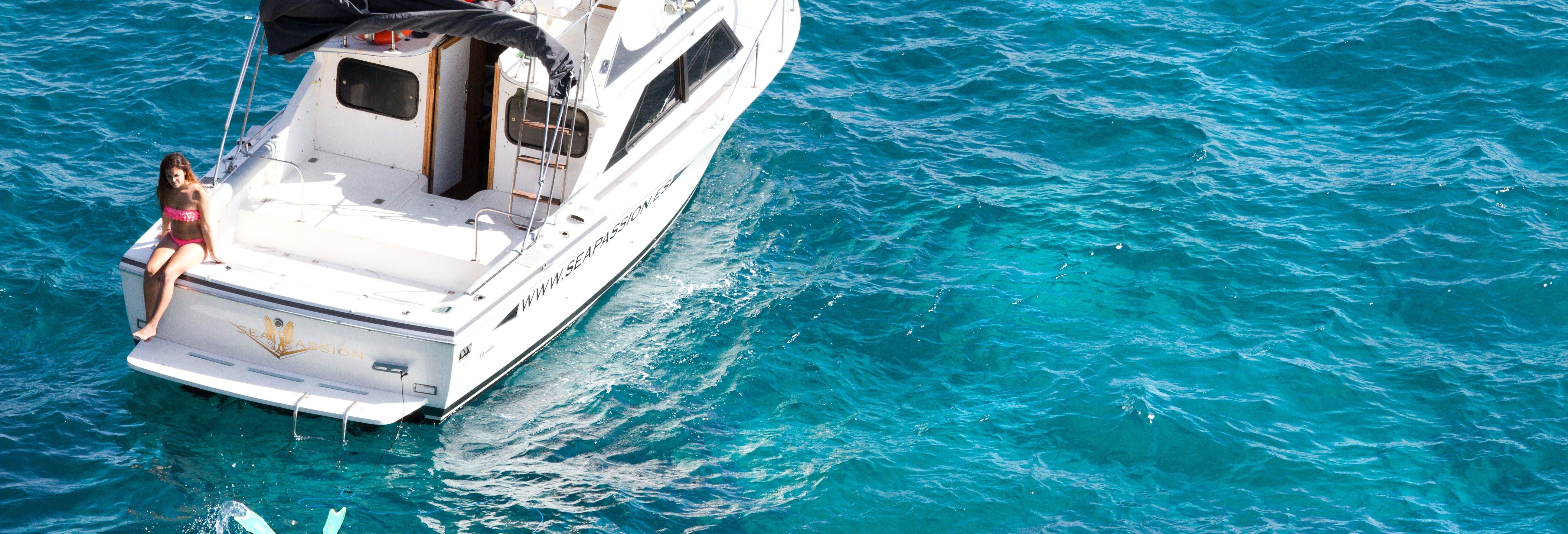 Paseo en yate con avistamiento de cetáceos