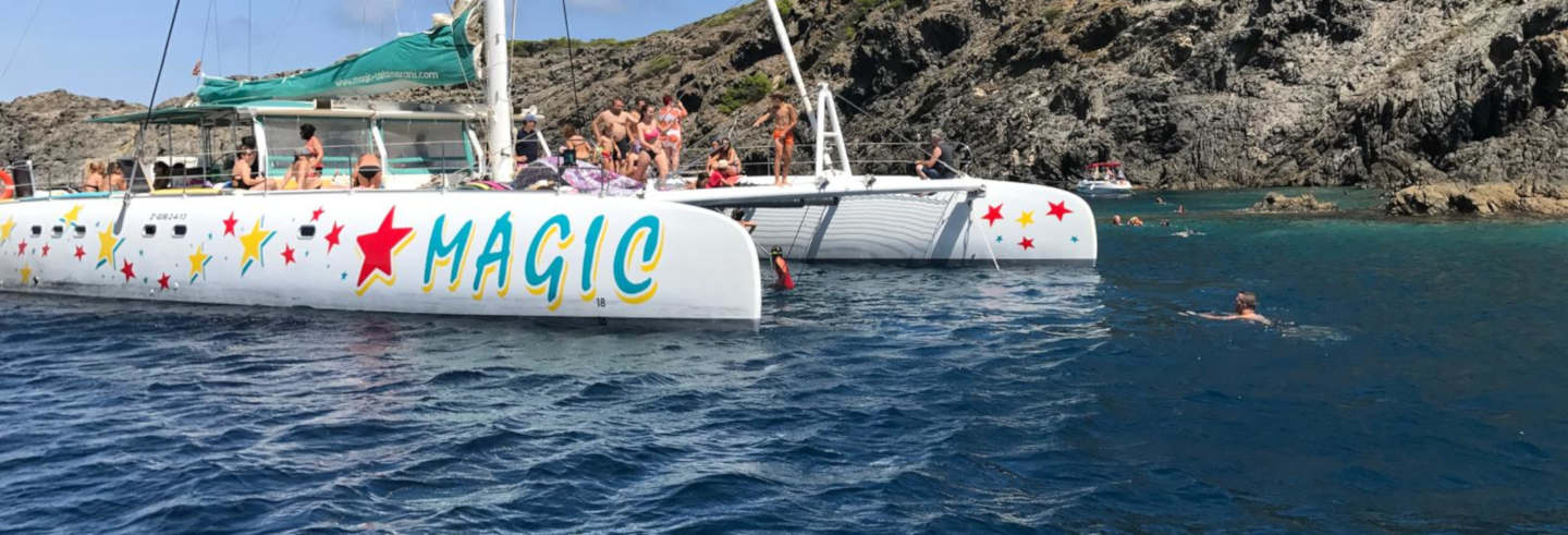 Passeio de catamarã pelo Cabo de Creus