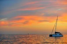 Paseo en catamarán al atardecer