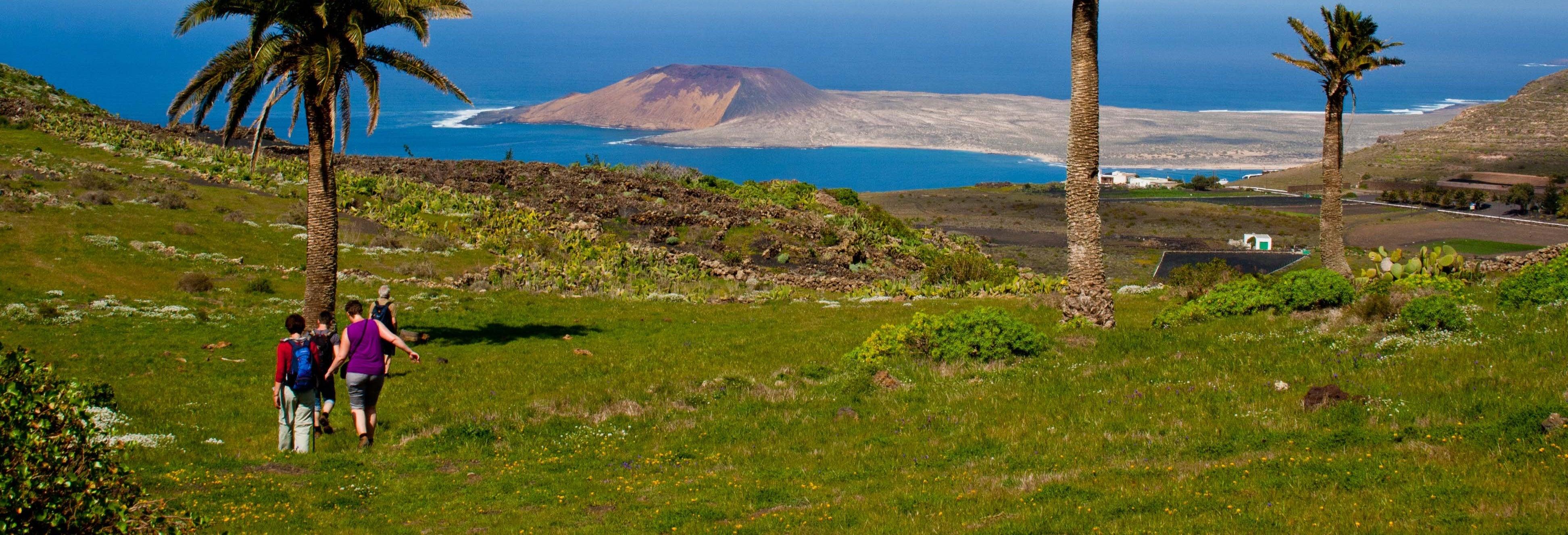Senderismo por el Volcán de La Corona y Risco de Famara