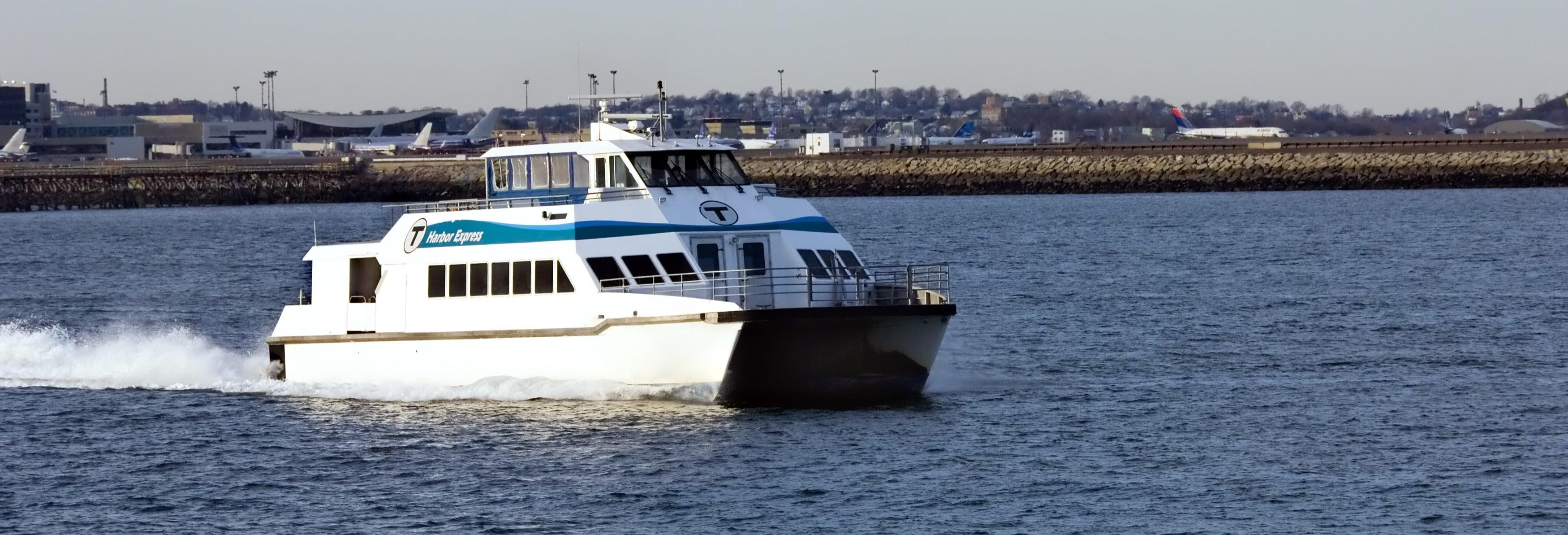 Passeio de barco pelo porto de Boston