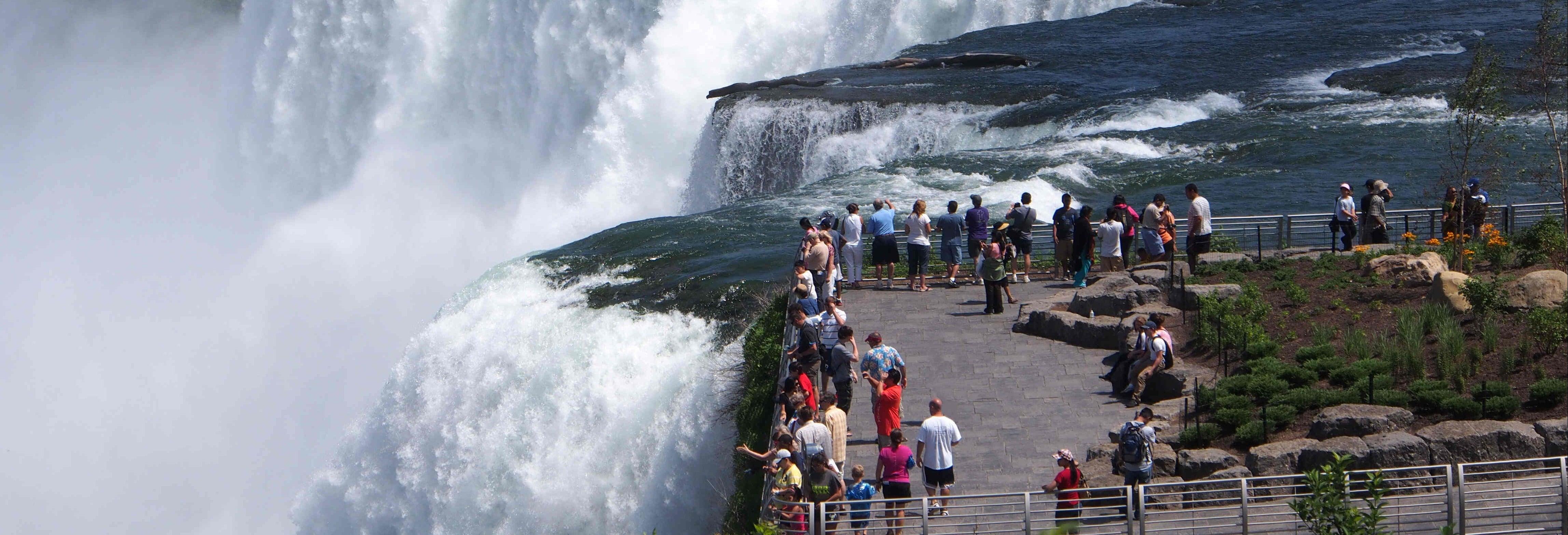 Tour por las Cataratas del Niágara + Entrada a la Cueva de los Vientos