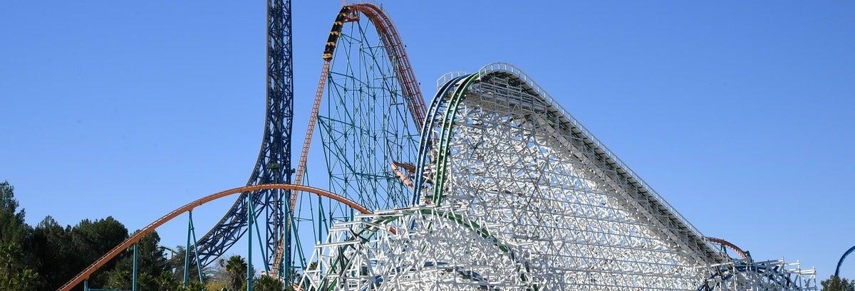 Entrada a Six Flags Magic Mountain