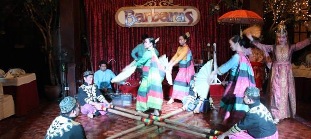 Cena y espectáculo en el restaurante Barbara's Heritage