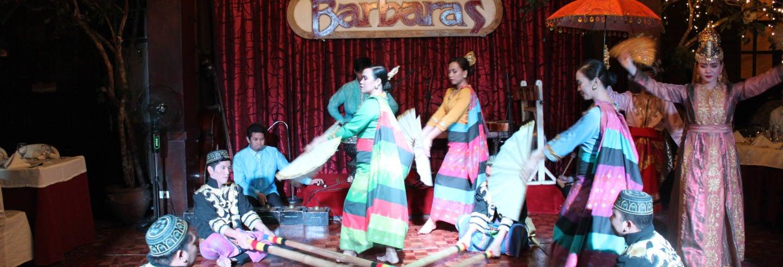 Jantar e espetáculo no restaurante Barbara's Heritage