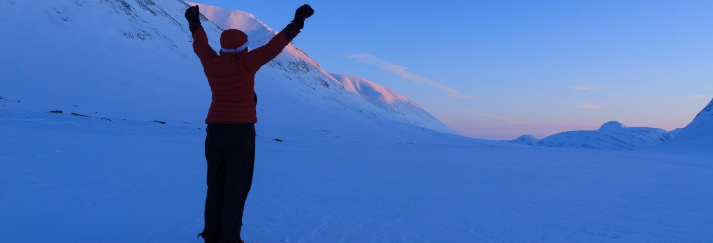 Tour da aurora boreal com raquetes de neve