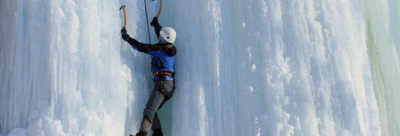 Escalada no gelo no cânion de Korouoma