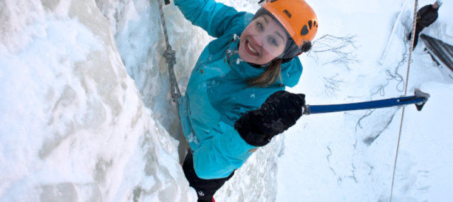 Escalada en hielo en la cascada de Tajukangas