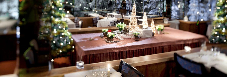 Jantar sob a aurora boreal