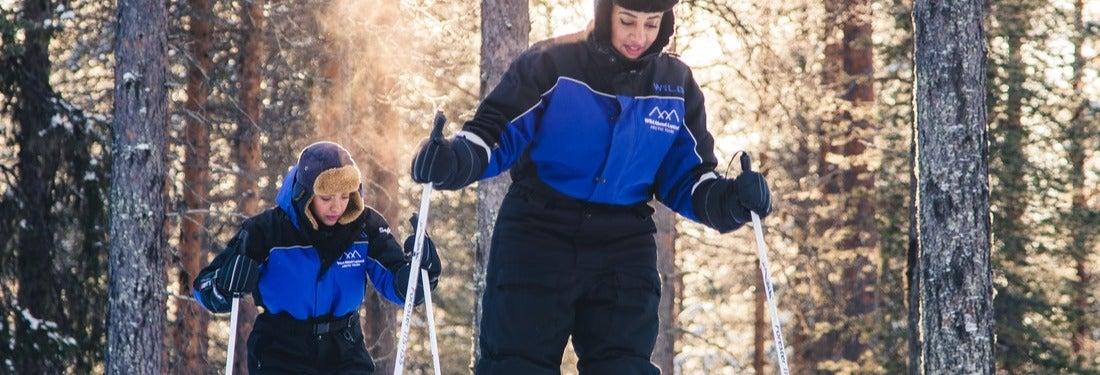 Esquí de travesía por los bosques de Rovaniemi