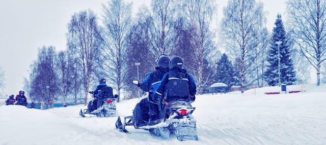 Aventura en moto de nieve por Rovaniemi