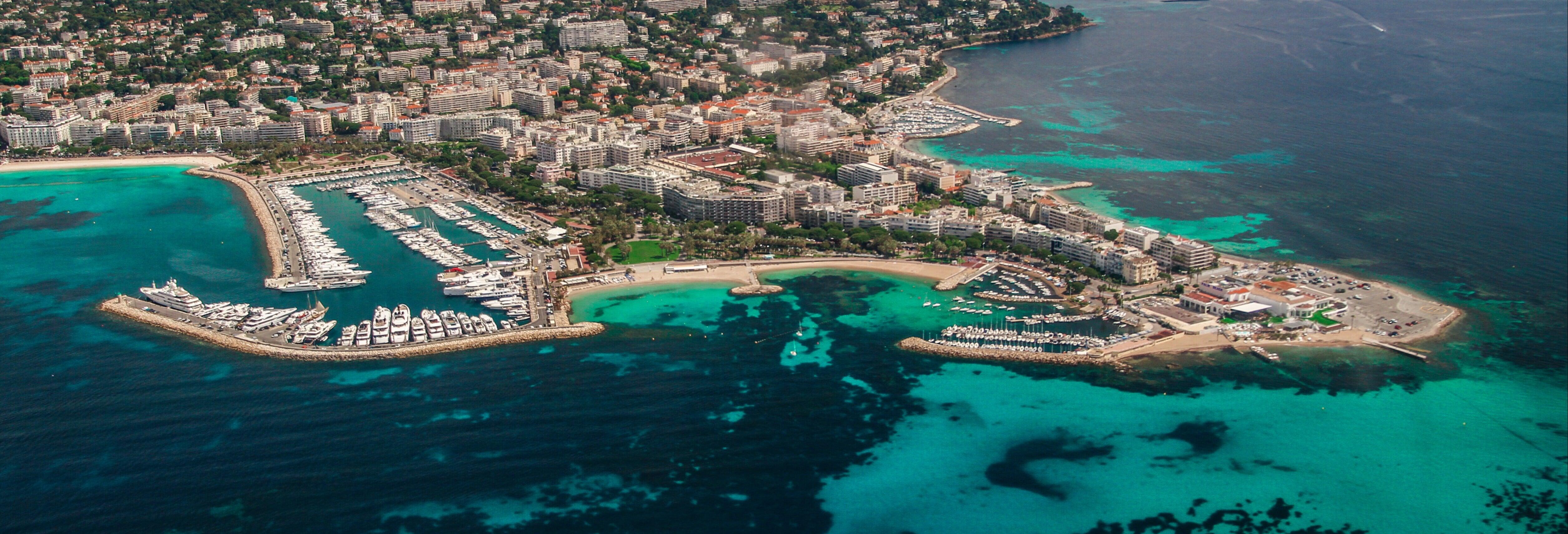 Vol en avion de tourisme au-dessus de Cannes