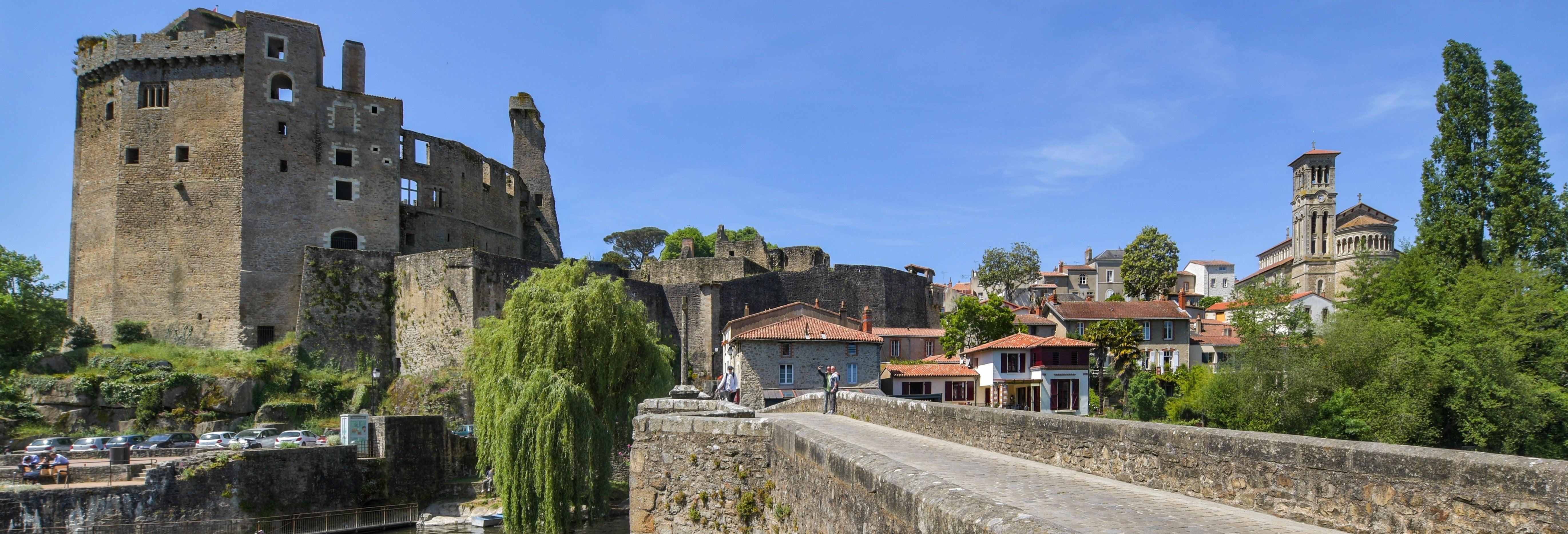 Excursión a Clisson y los viñedos de Nantes