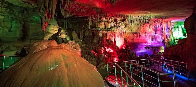 Excursión a la cueva de Prometeo y el cañón Martvili