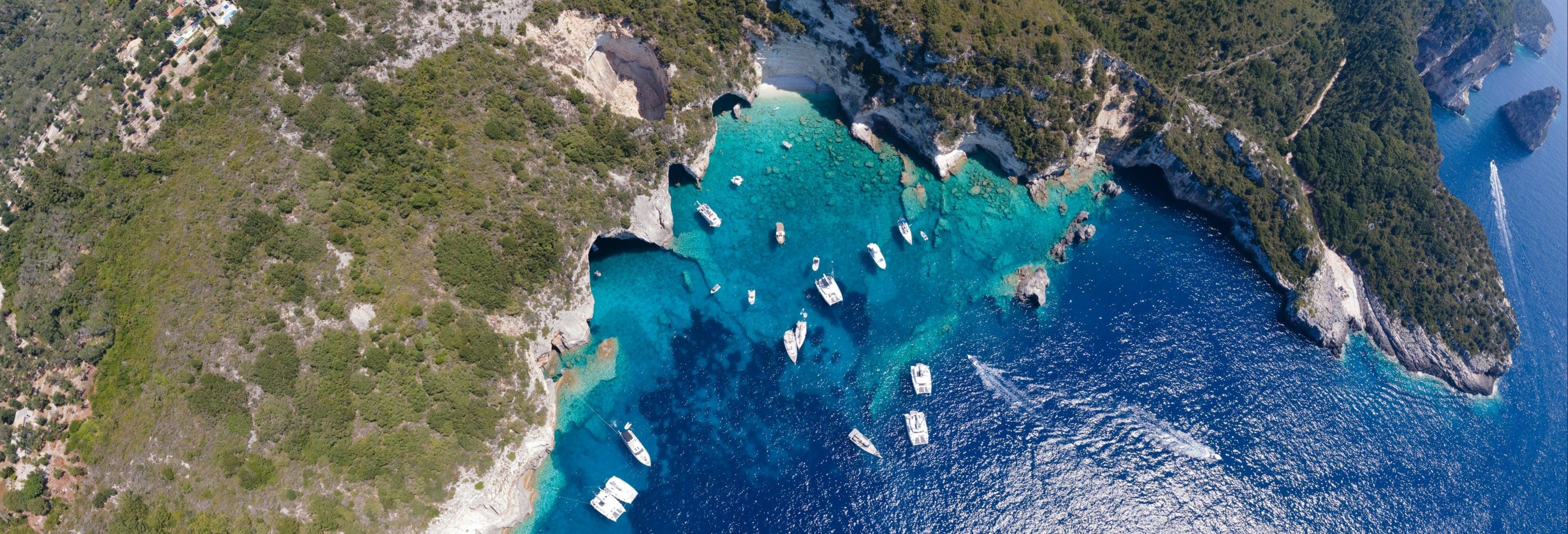 Escursione a Passo e alle Grotte blu in barca