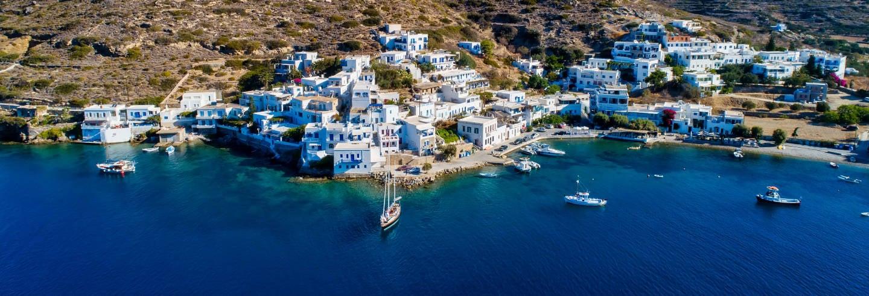 Ferry a Amorgos. Descubra a ilha no seu ritmo!