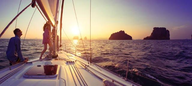 Balade en bateau au coucher de soleil avec barbecue
