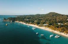Paseo en catamarán de lujo por Roatán