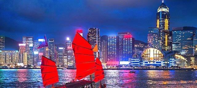 Crucero nocturno por la bahía Victoria en barco tradicional
