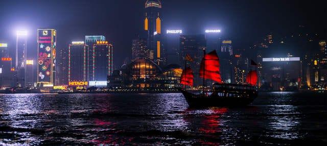 Crucero Symphony of Lights en barco tradicional