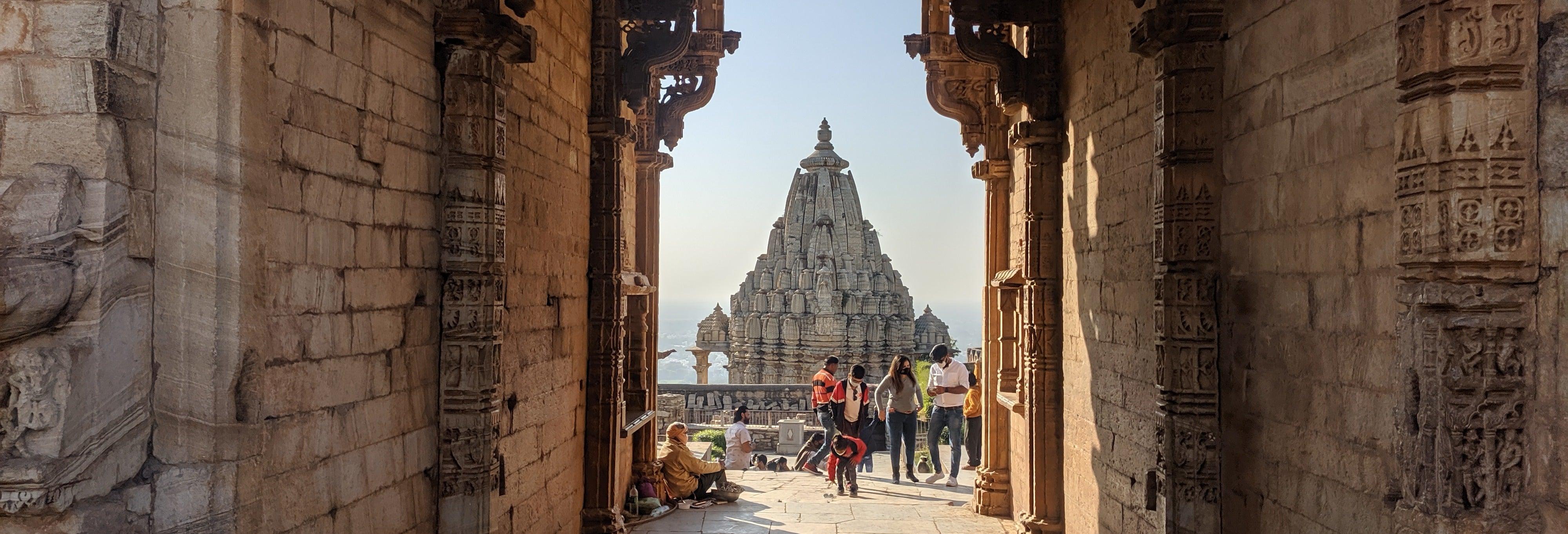 Excursión privada al templo de Brahma y fuerte Chittorgarh