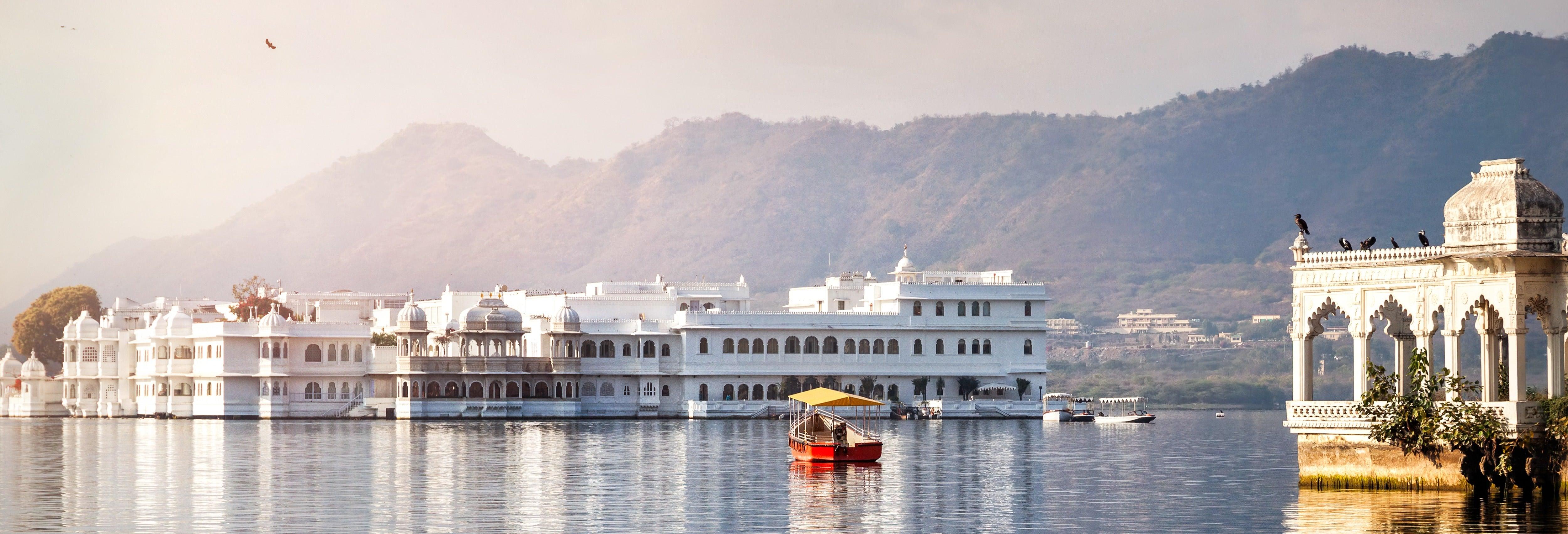 Ghat Tour & Lake Pichola Cruise