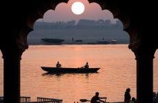 Paseo en barco al amanecer + Ceremonia Aarti