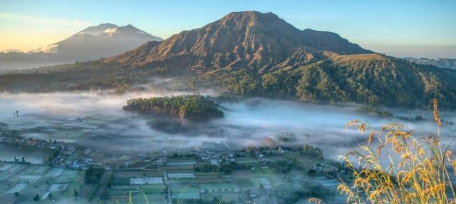 Senderismo por el volcán Batur al amanecer + Aguas termales