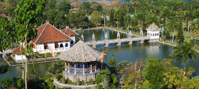 Palacios flotantes de Taman Ujung y Tirta Gangga