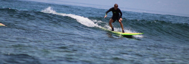 Curso de surfe em Nusa Lembongan