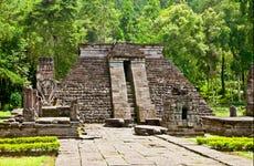 Excursión privada a Surakarta y templos de Cetho y Sukuh