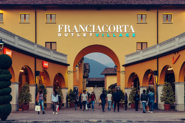 Entrance to the Franciacorta Outlet Village