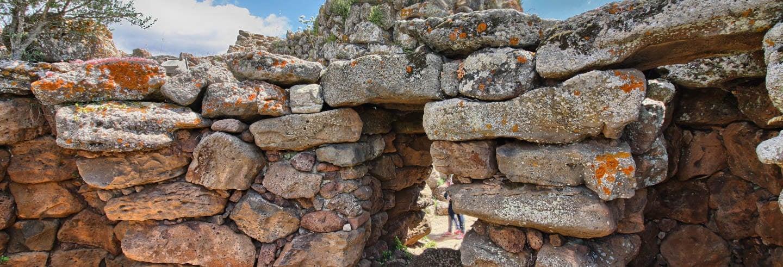 Excursão ao sítio arqueológico de Nuraghe Arrubiu