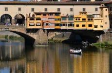 Paseo en barca por el río Arno