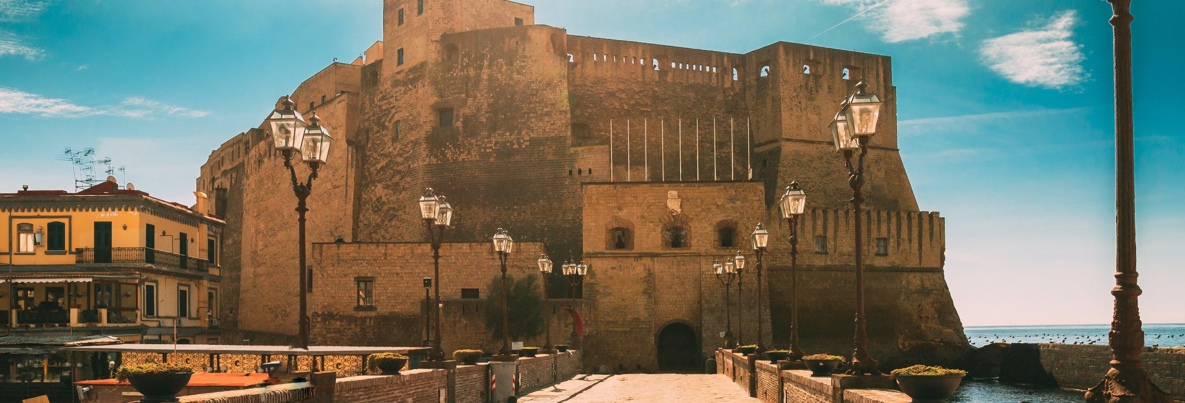 Tour delle origini di Napoli: da Castel dell'Ovo al Maschio Angioino