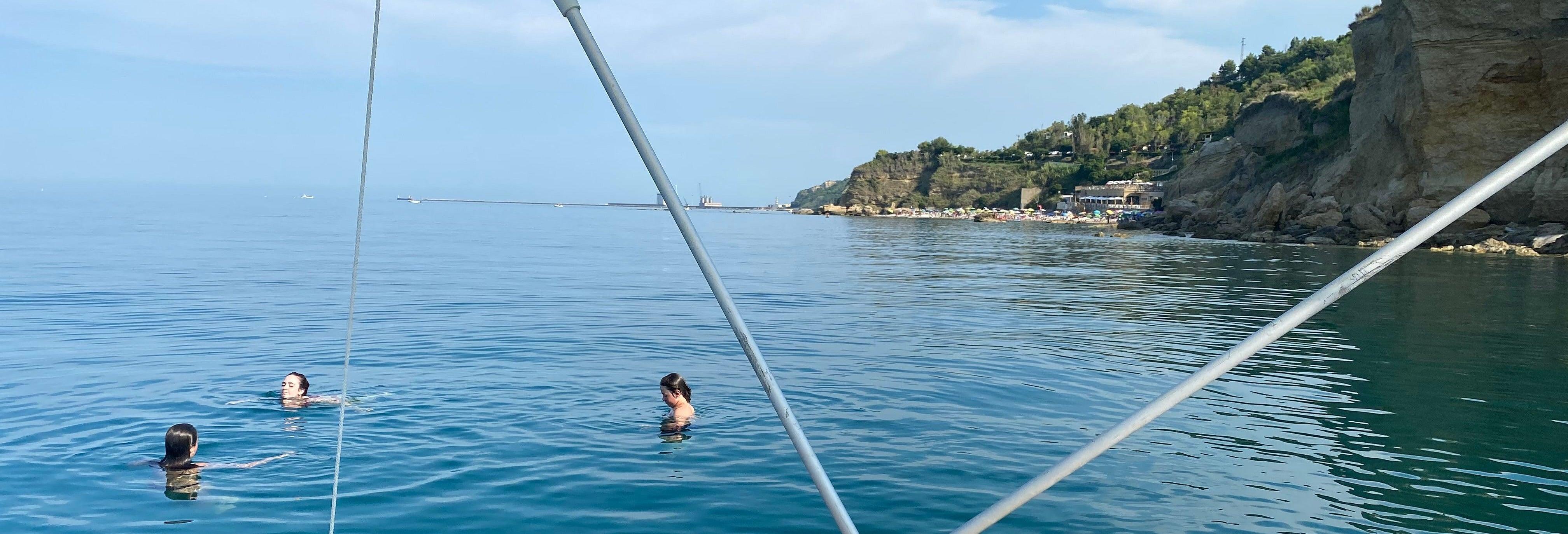 Balade en bateau sur la côte de Trabocchi